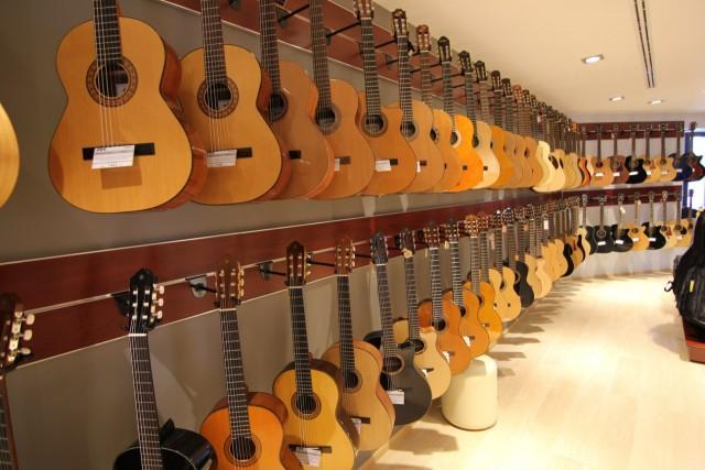 Магазин музыкальных инструментов JAM Киев ул. Драгоманова 31Д